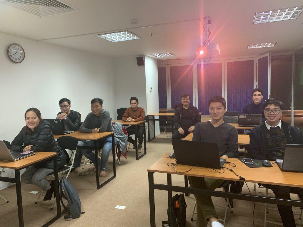 Các học viên trong ngày tổng kết khóa Machine Learning Express 02